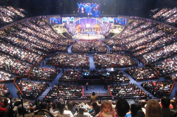 huge_church_crowd_jesus_church_planting